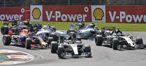 Largada: Hamilton e Perez despontam na Source. Rosberg sai mal e fica para trás (AP)