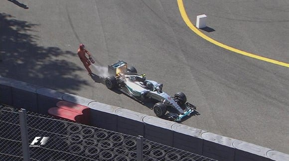Outra vez, Rosberg mostrou impotência na pista. Grande parte por conta do motor, que estourou a duas voltas do fim (TV)