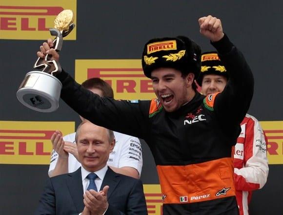 Sergio Perez festeja o terceiro lugar. O primeiro pódio da Force India na temporada. Alegria para o mexicano, que acertou nas estratégias e saiu da sobra de Nico Hulkenberg (AP)
