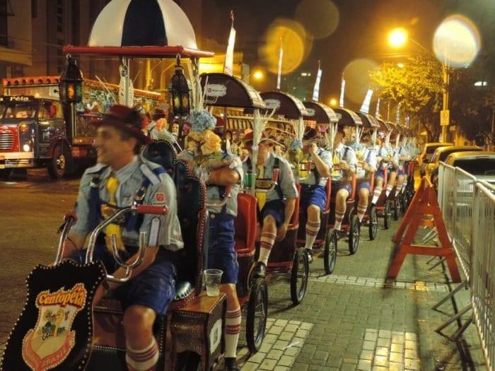 Desfile da Oktoberfest também vai modificar o trânsito neste final de semana (Jaime Batista)