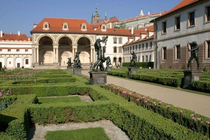A Declaração de Praga foi assinada no Palácio Wallenstein, sede do senado tcheco.