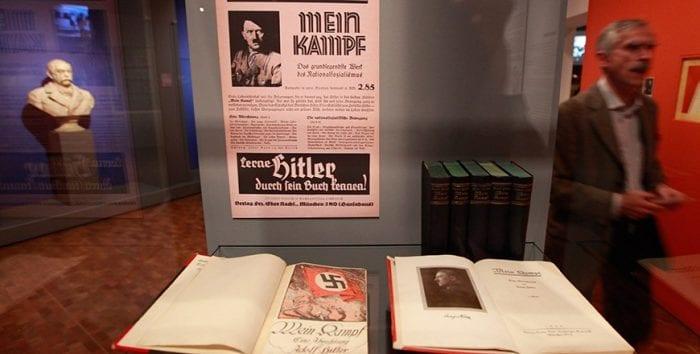 MEIN KAMPF - Edição de 1934 no Museu Yad Vashem.