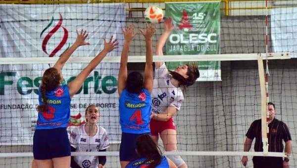 Meninas de Blumenau ganham o título no vôlei na Olesc (Epa Machado / Fesporte )
