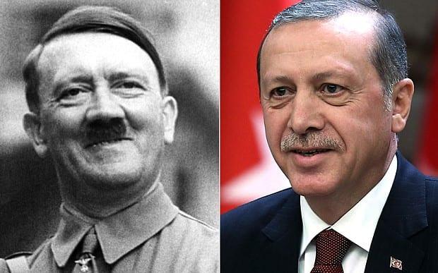 Presidente da Turquia, Recep Tayyip Erdogan (à direita) quer dar a si mesmo poderes semelhantes a Adolf Hitler.