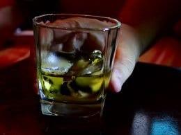 Consumo de bebida alcoólica em excesso é uma doença - foto de USP Imagens