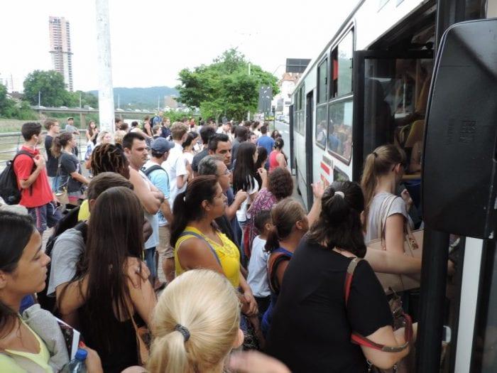 caos nos ônibus (70)