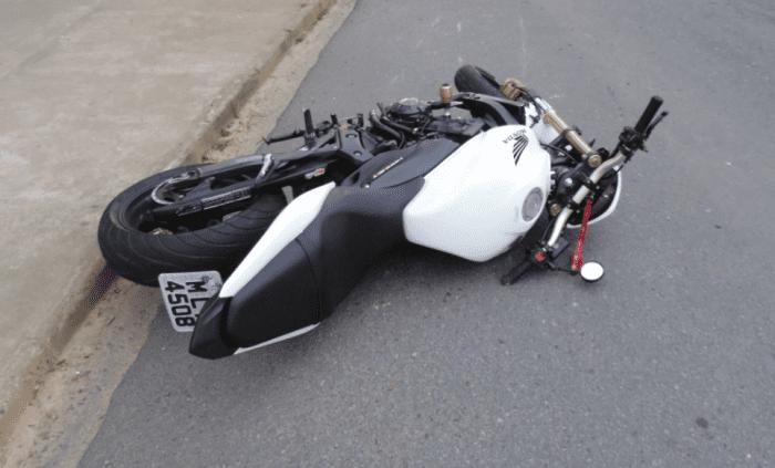 Motociclista perdeu o controle da moto e morreu na queda (Jefferson Santos / Notícias Vale do Itajaí)