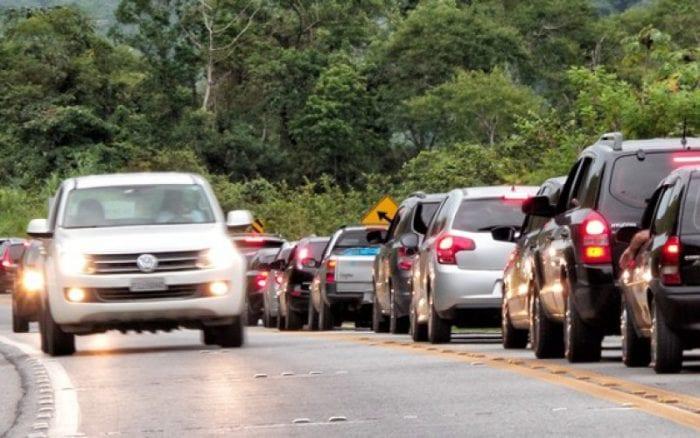Rodovia Manoel Hyppólito Rego (Rio-Santos) teve tráfico intenso nesse sábado e domingo. Ontem os motoristas chegaram a demorar até 9 horas para chegar de Maresias até São Paulo. Foto: Rafael Neddermeyer/ Fotos Públicas