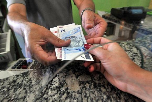 Banco Central decidiu que bancos são obrigados a trocar moeda ou cédulas falsas sacadas em caixa ou terminais de autoatendimento (Marcello Casal Jr./Agência Brasil)
