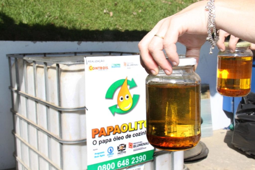 Serviço de descarte do óleo de cozinha em Blumenau Foto Marcelo Martins