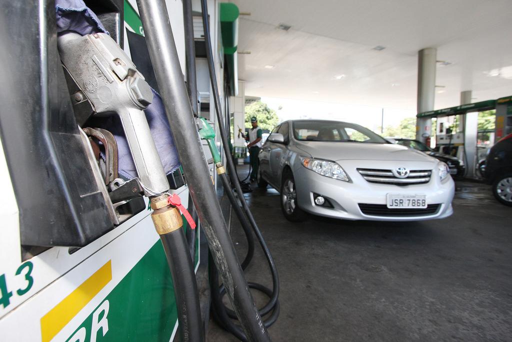 Se o repasse da diminuição no preço na refinaria for feito integralmente para o preço ao consumidor, as reduções serão de 1,4% na gasolina e 1,8% no diesel (Adenilson Nunes)