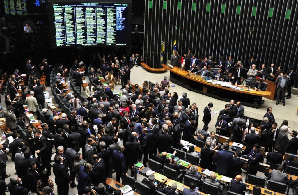 Sob protestos, texto foi aprovado por 231 a favor, 188 contra e 8 abstenções (Luis Macedo/Câmara dos Deputados)
