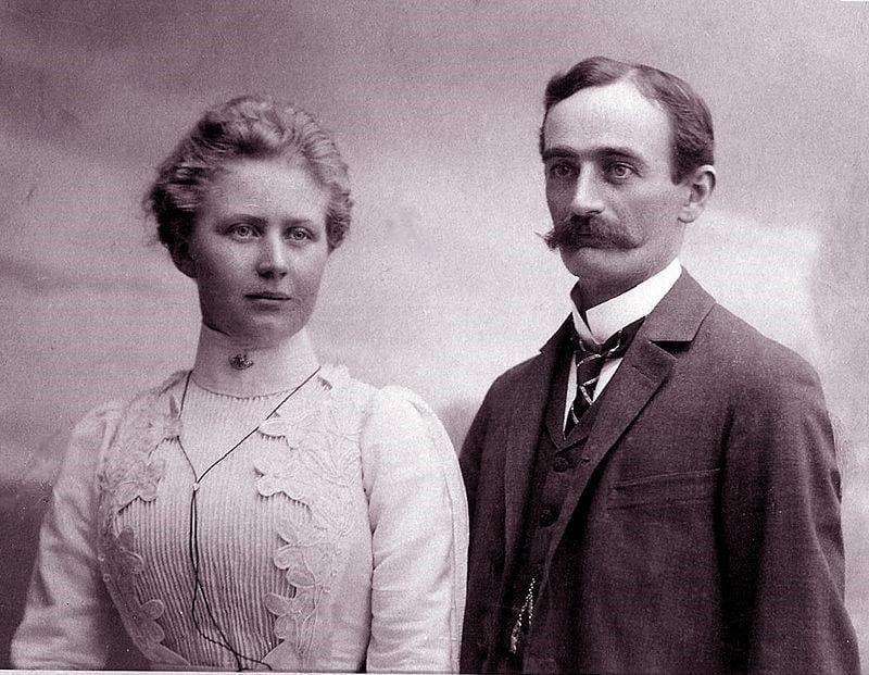 AVÓS PATERNOS - Elizabeth Christ (1880-1966) e Frederick Trump (1869-1918), este primo dos Heinz, que ficaram bilionários na América produzindo ketchup.
