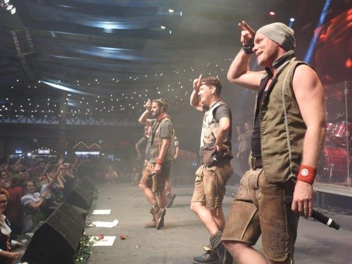 Grupo alemão voXXclub fez sucesso na Oktoberfest de 2016