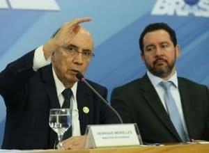 Brasília - Os ministros da Fazenda, Henrique Meirelles, e do Planejamento, Dyogo Oliveira falam sobre projeto do Orçamento Geral da União de 2017, enviado hoje (31) ao Congresso Nacional (Valter Campanato/Agência Brasil)