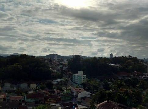 Sol entre nuvens devem predominar (Jaime Batista)