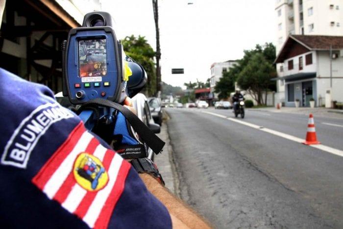 Radares são utilizados para fiscalização diariamente - foto de Marcelo Martins)