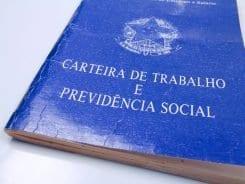 Carteira de trabalho - foto da Agência Brasil