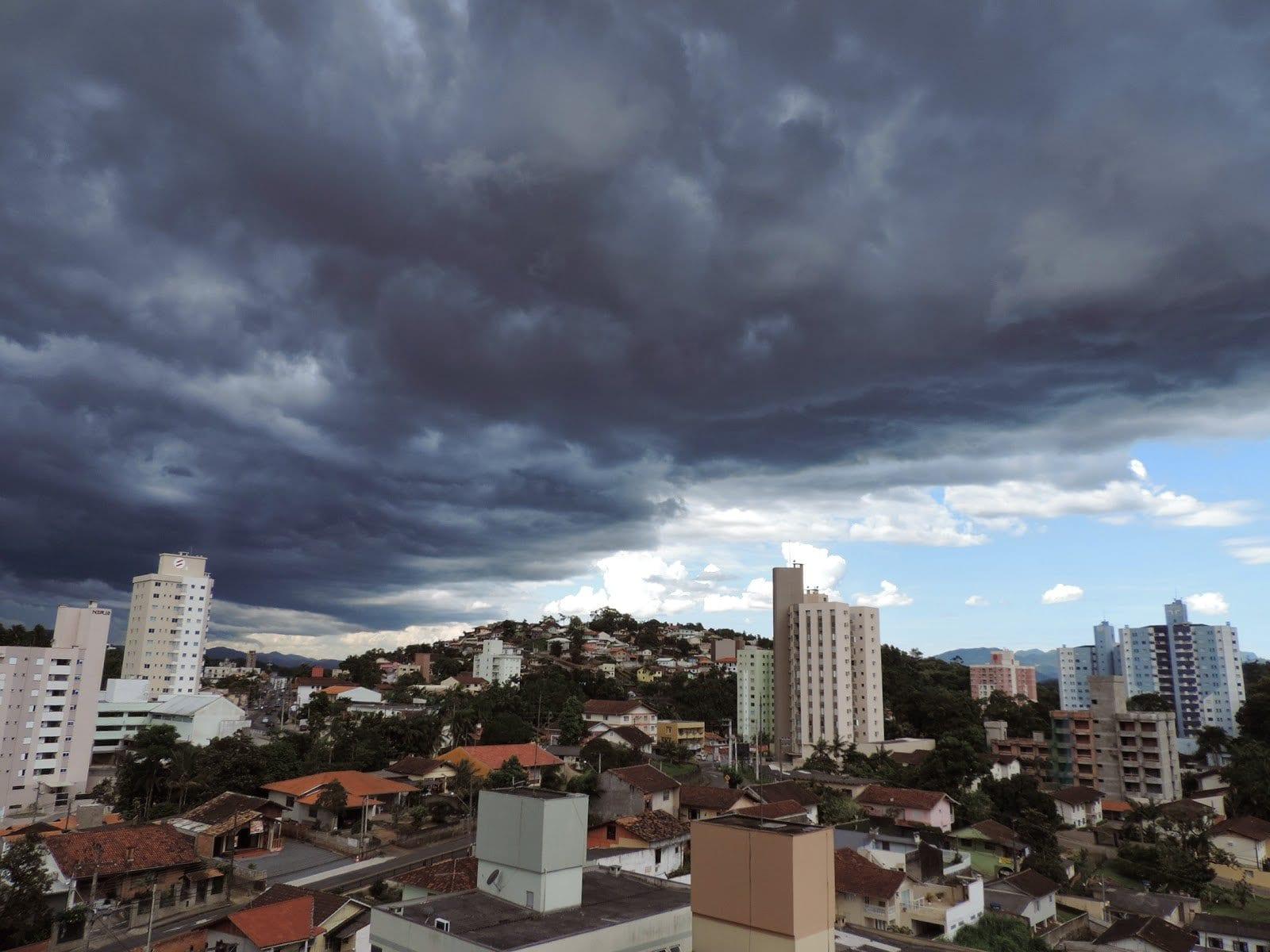 Temperatura pode bater 39ºC e ter temporal durante noite (Jaime Batista)