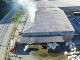 Incêndio atinge galpão da indústria Karsten de Blumenau (Luiz Fernando Gonçalves da Luz)