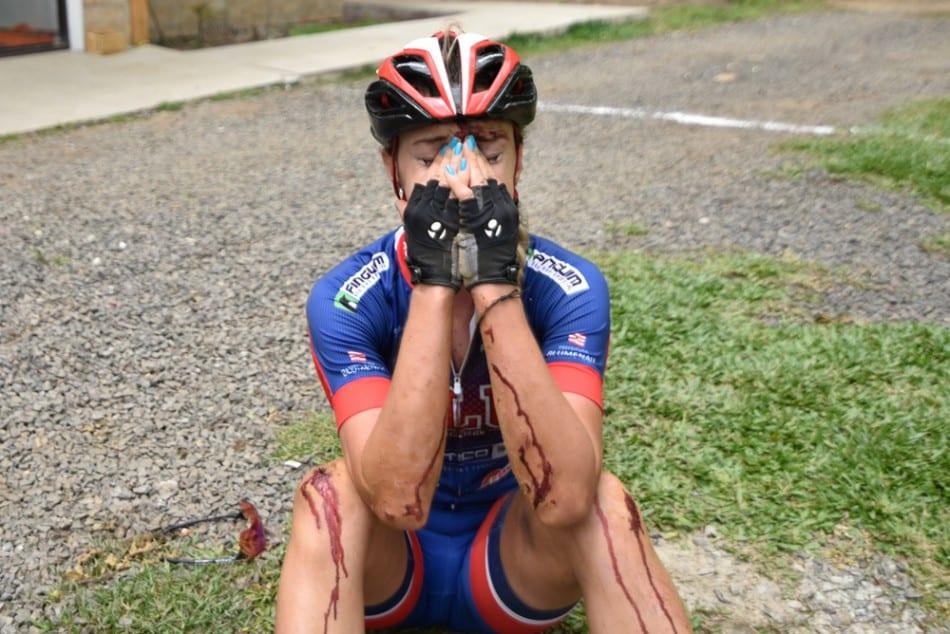 Ciclista Ana Luísa Panini caiu e pedalou 15 km machucada, mas conquistou a prata (FMD)