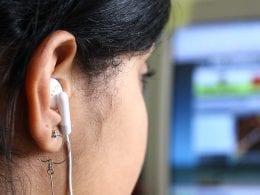 Uso incorreto do fone de ouvido prejudica audição (Marcos Santos/ USP Imagens)