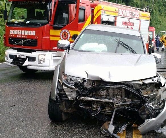Colisão entre carro e caminhonete causa morte na SC-108 (CBM)