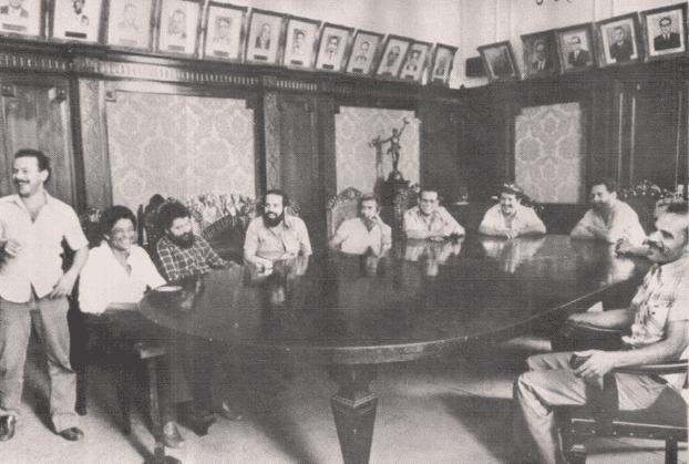 """SORRIDENTES E IMPUNES NA """"DITADURA"""": Em 1981 Lula e seus dez companheiros de processo ficaram presos numa sala do DOPS por 21 horas e foram soltos na noite seguinte."""