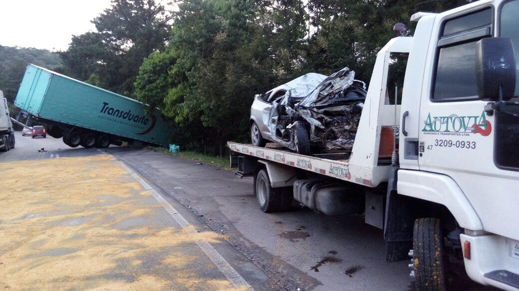 Acidente causam três mortes na madrugada deste sábado (Roberto Luiz Schlei / Autovia)
