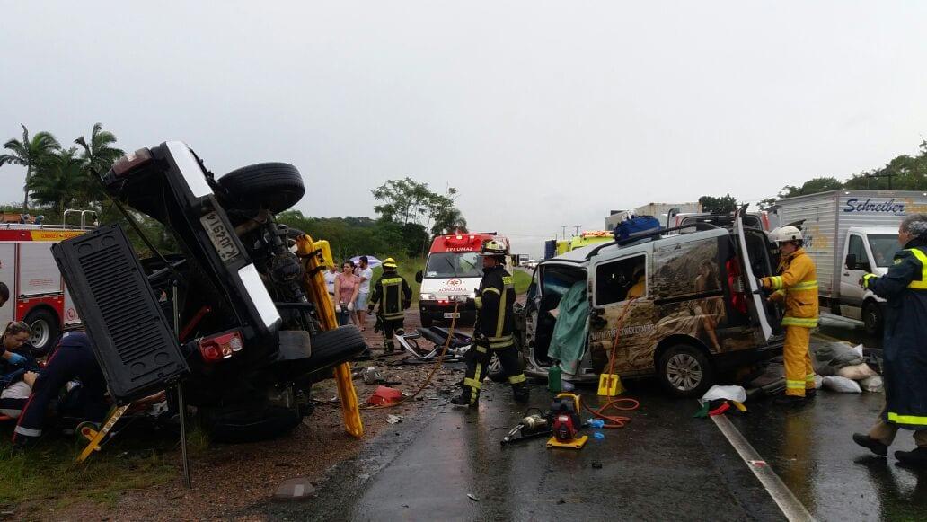 Equipes trabalham no resgate as vítimas (CBM)