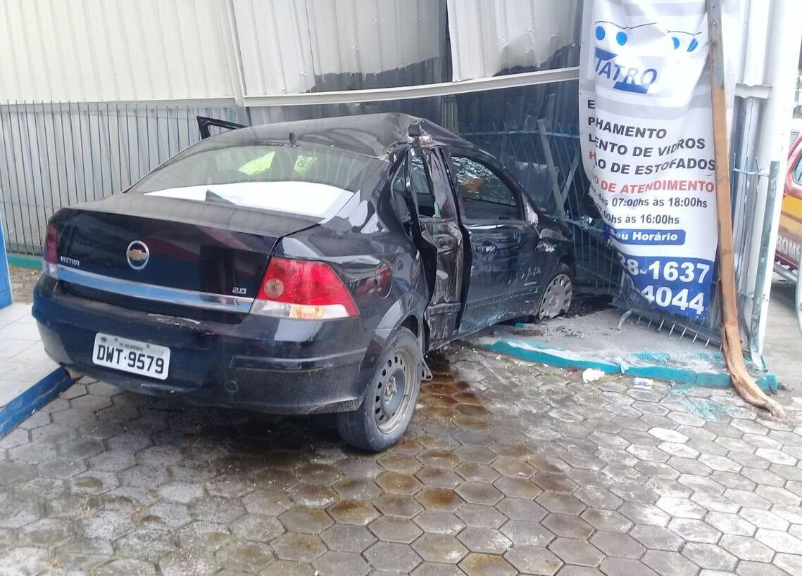 Acidente na Rua dos Caçadores, bairro Velha Central (André/Leitor)
