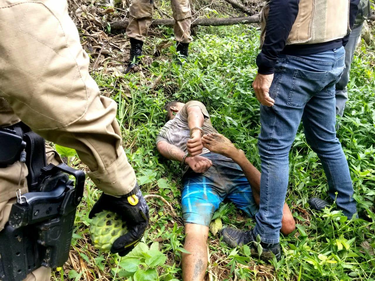 Criminoso tentou fugir pela mata e foi capturado (Polícia Militar)