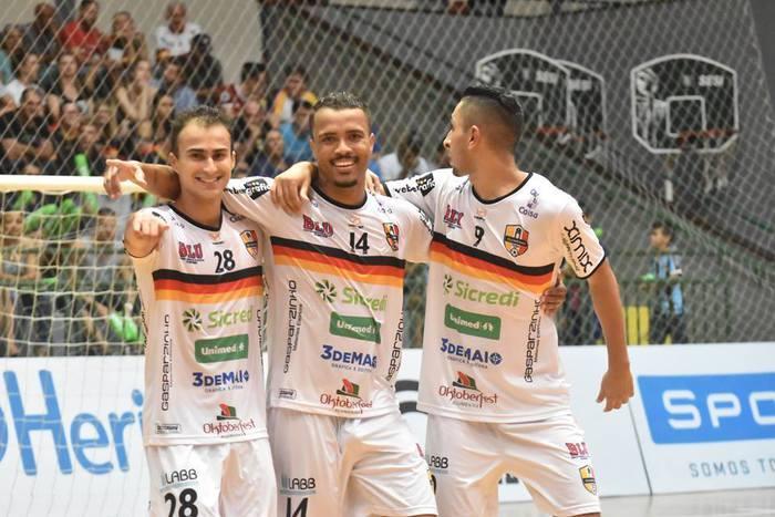 Blumenau Futsal assume a vice-liderança