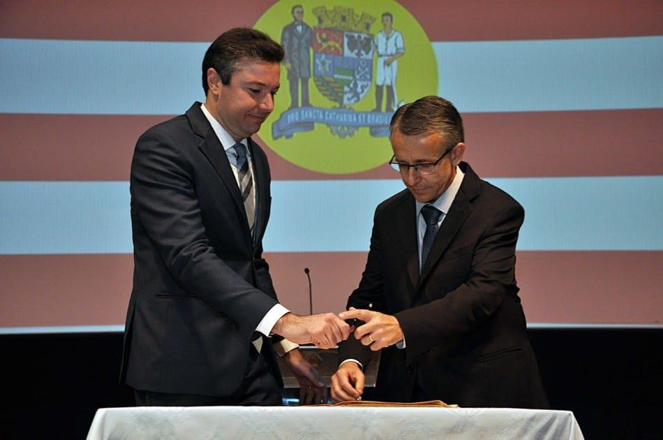 Mário Hildebrandt toma posse como prefeito em cerimônia (Eraldo Schnaider)