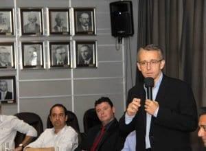 Prefeito Mário Hildebrandt em solenidade (Marcelo Martins)