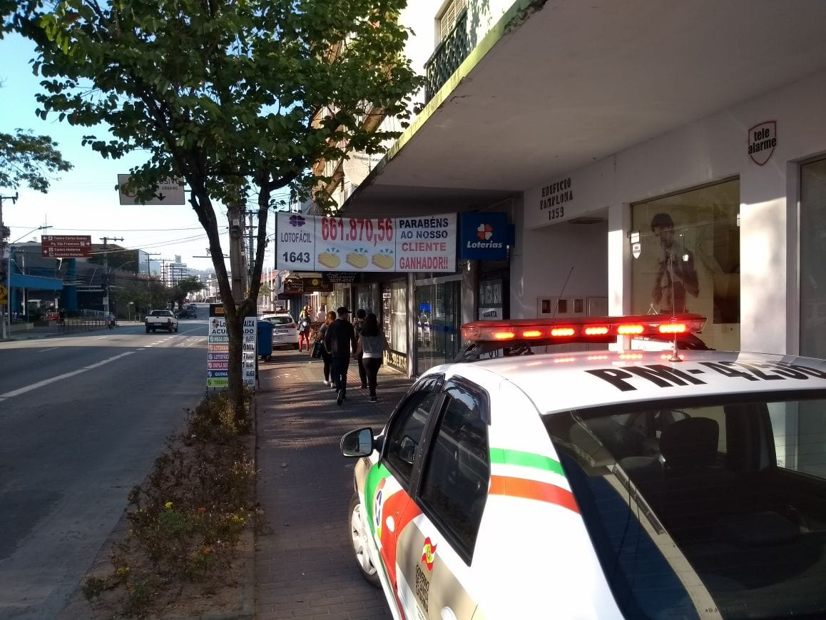 Polícia não conseguiu localizar os criminosos (Rodrigo Vieira/Menina FM)