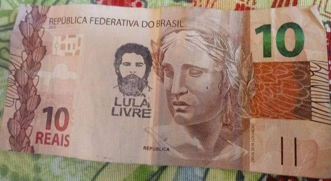 Circulam na internet fotos de cédulas de real rasuradas com a imagem do ex-presidente Lula