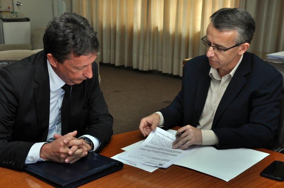 Prefeito de Blumenau Mário Hildebrandt recebeu o presidente TRE Ricardo José Roesler para integração de recursos de recursos de infraestrutura de tecnologia (Eraldo Schnaider)