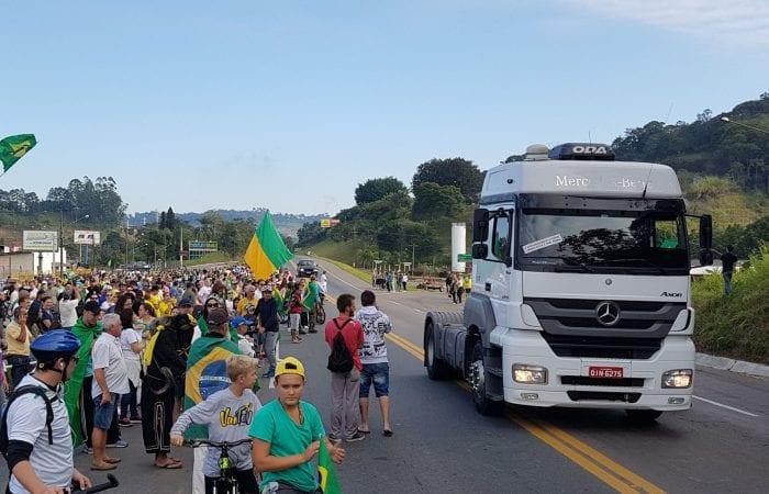 Manifestação a favor dos caminhoneiros em Blumenau (Filipe Rosenbrock - Farol Blumenau)
