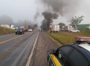 Protesto de caminhoneiros em rodovias catarinenses (PRF SC)