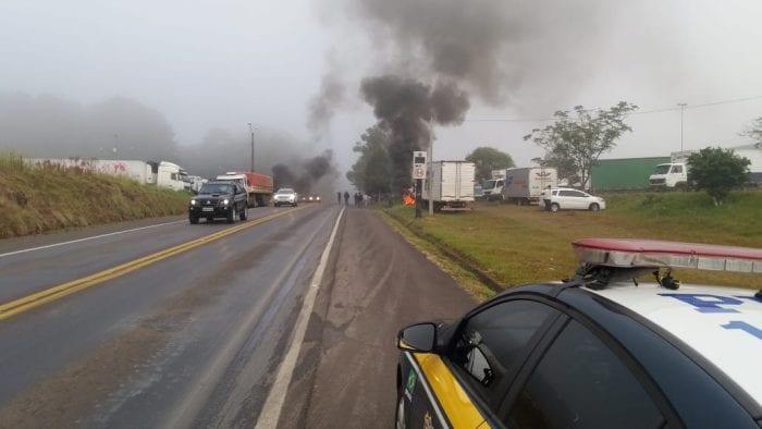 Protesto de caminhoneiros na BR-282 em Joaçaba (PRF SC)
