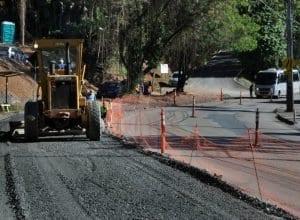 Primeiro trecho da Rua Bahia já tem asfalto removido (Eraldo Schnaider - PMB)