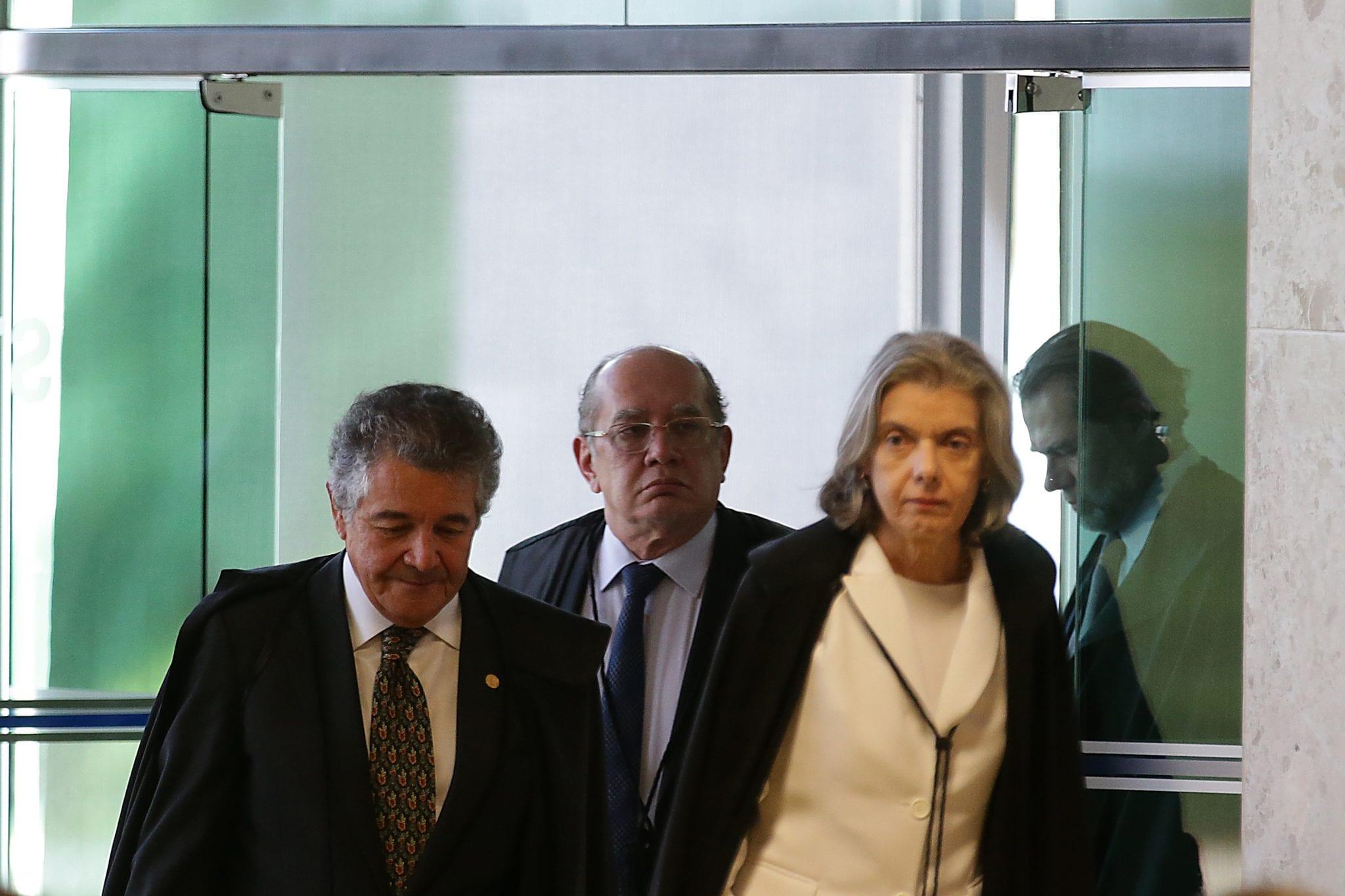 Os ministros Marco Aurélio, Gilmar Mendes e a presidente do Supremo Tribunal Federal (STF), Cármen Lúcia, durante sessão para julgamento sobre a restrição ao foro privilegiado (Antonio Cruz/Agência Brasil)