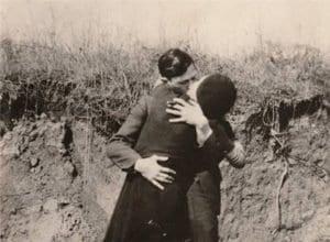 O beijo de Bonnie e Clyde, exposto em Dallas (Texas)