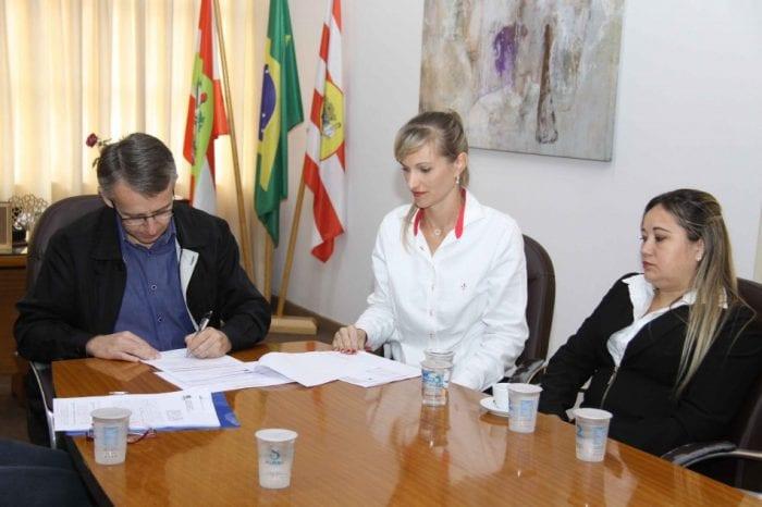 Termo de Colaboração foi assinado na manhã desta segunda-feira (Marcelo Martins - PMB)