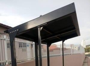 Novo abrigo de ponto de ônibus inacabado é criticado nas rede socais