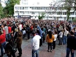 Protesto dos servidores públicos em frente a Prefeitura de Blumenau (Sintraseb)