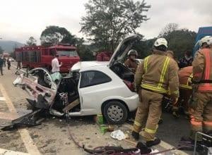 Celta em que a vítima estava ficou destruído com a colisão (CBM)