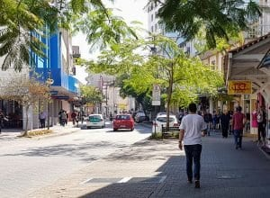 Rua XV de Novembro, ponto tradicional do comercio de Blumenau - foto de Filipe Rosenbrock