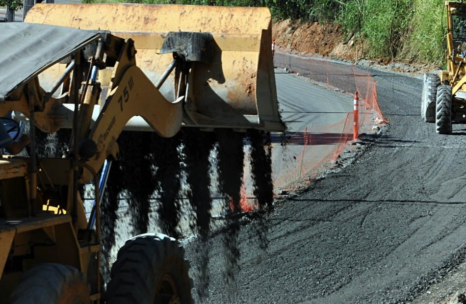 Retirada de asfalto na Rua Bahia (Eraldo Schnaider - PMB)